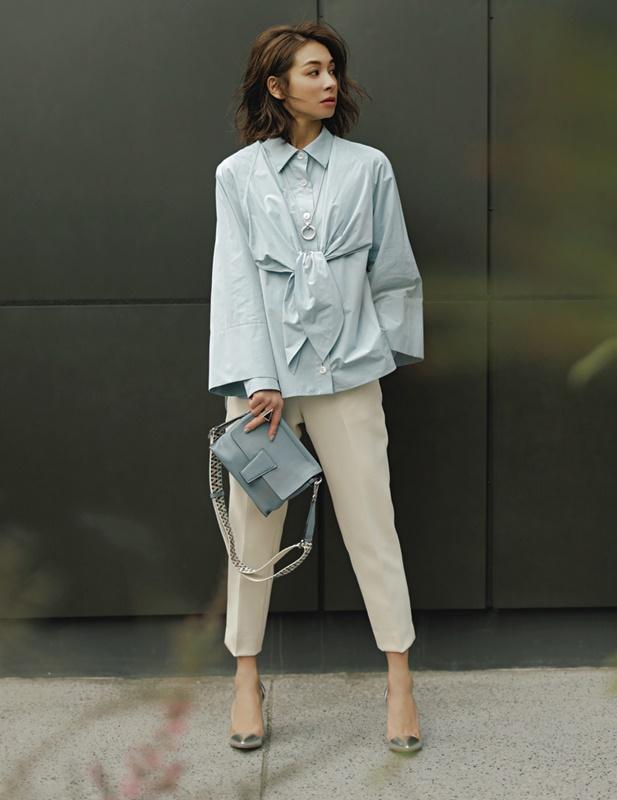 【2】水色シャツ×白パンツ