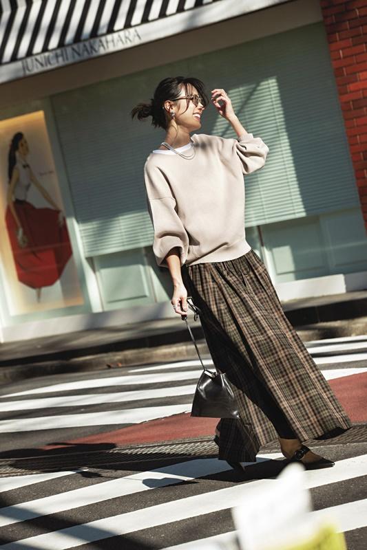 【7】ベージュニット×チェックギャザースカート