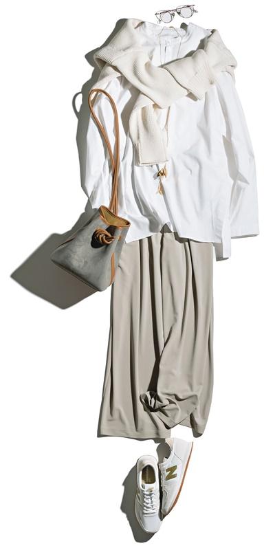 【2】白ニット×白シャツ×ベージュワイドパンツ