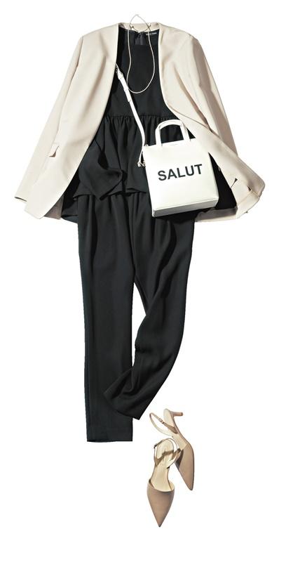 【1】白ジャケット×黒ブラウス×黒パンツ