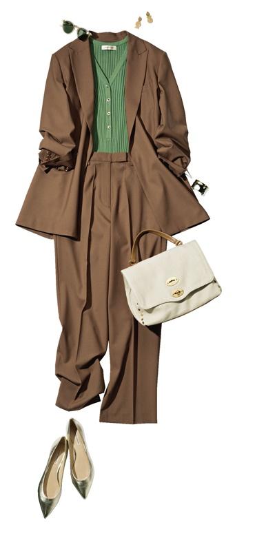 【2】ブラウンジャケット×緑ニット×ブラウンパンツ