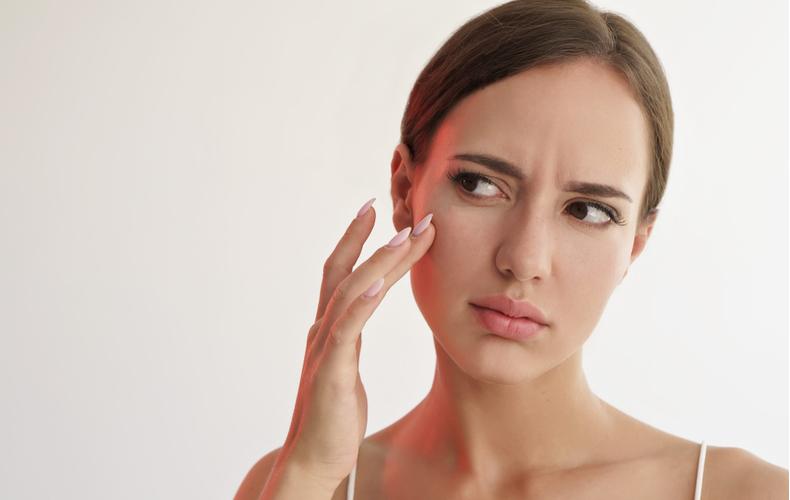 顔 乾燥顔の乾燥対策普段から気をつけたいこと顔乾燥原因症状スキンケア乾燥肌日ごろから気をつけたいこと対策対処法乾燥肌タイプおすすめスキンケアアイテム商品