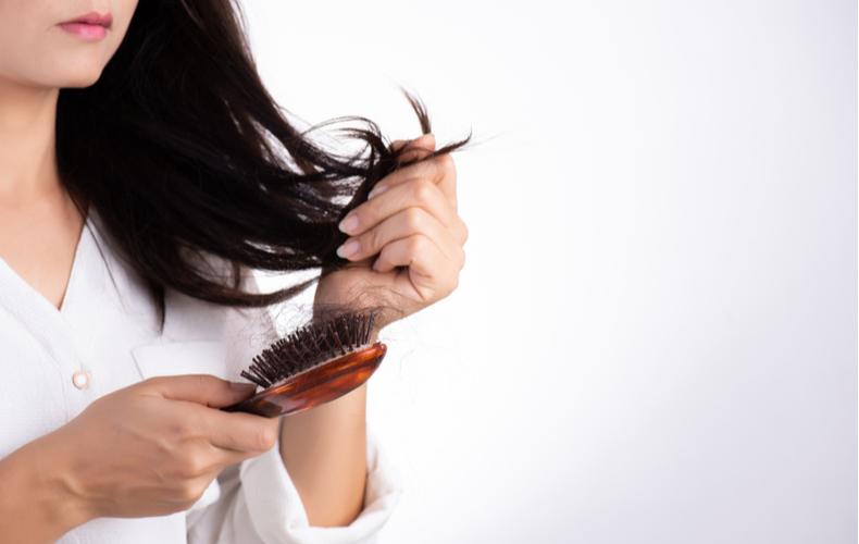 ◆髪の毛にツヤがなくなり、うねりも出る