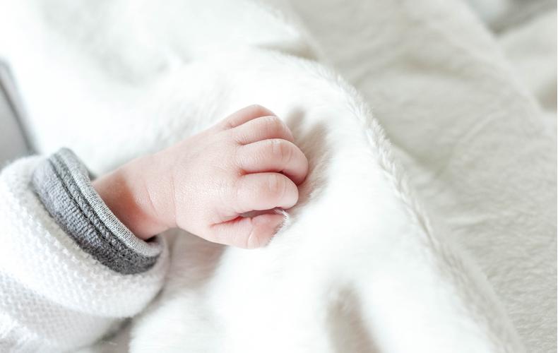 赤ちゃんハンドリガードとはなぜ何のため時期いつからいつまで注意点ハンドリガードしない原因理由対処法専門家相談医師
