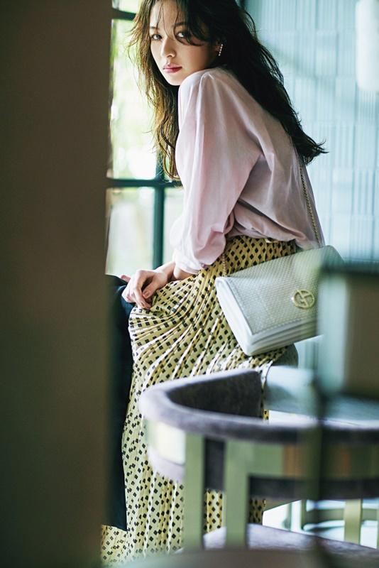 【3】ピンクシャツ×ドットプリーツスカート