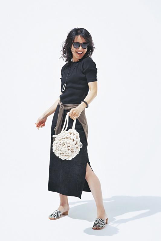 【4】黒ニット×黒スカート×ゼブラ柄サンダル