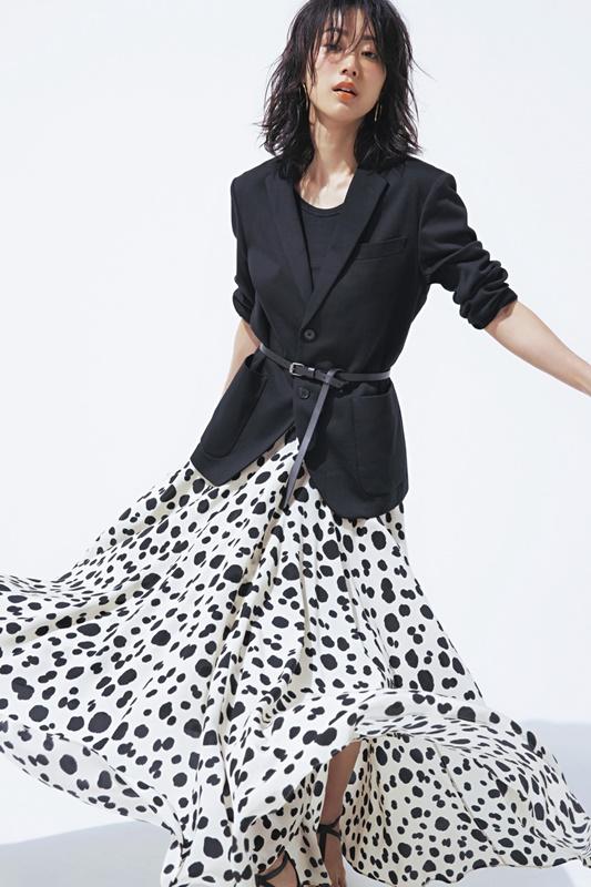 【6】黒ジャケット×黒タンクトップ×アニマル柄スカート