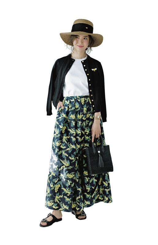 【7】黒カーディガン×白Tシャツ×花柄スカート