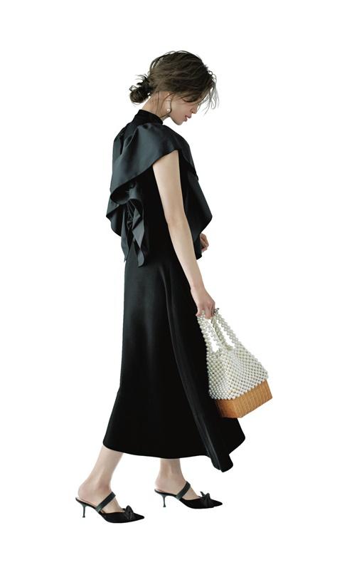 【4】黒ニット×黒スカート