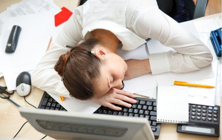 なんか疲れた 感じる 原因 理由 仕事 家事 忙しい 休めない