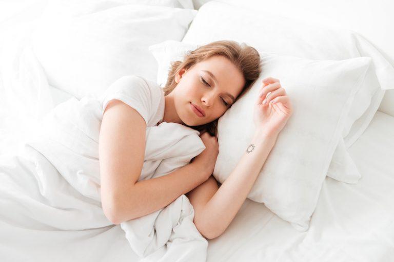 なんか疲れた 感じる 原因 理由 サイン 対処法 改善 睡眠 昼寝 お風呂 アロマ 寝る