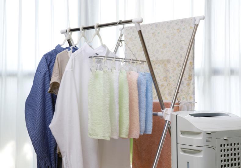 部屋干し 臭い 生乾き 対策 乾燥 除湿器 サーキュレーター
