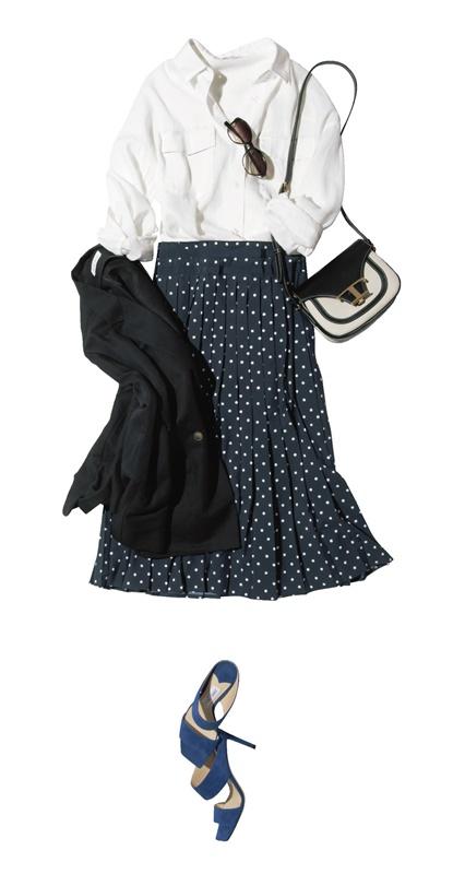 【2】白シャツ×ドット柄プリーツスカート