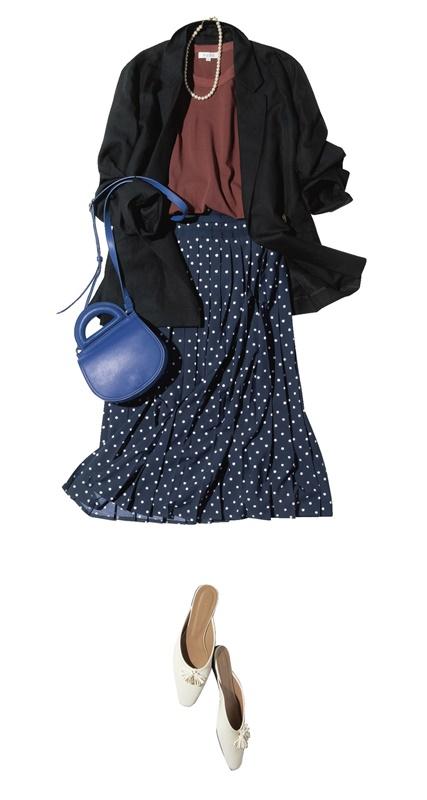 【1】黒ジャケット×テラコッタ色Tシャツ×ドット黒スカート