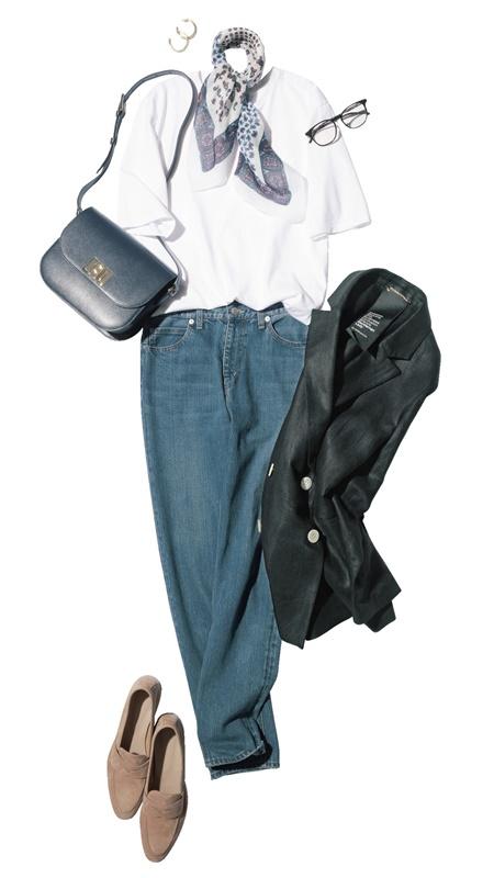 【3】黒ジャケット×デニムパンツ×エイトンの白Tシャツ