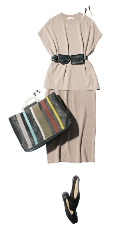 【2】ベージュのニット×タイトスカートのセットアップ×黒ベルト