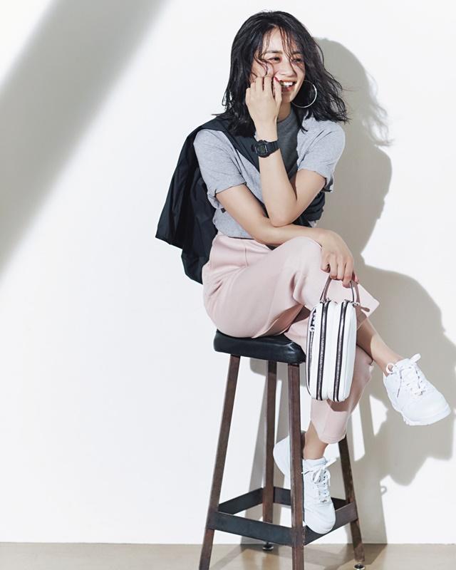 【2】黒ブルゾン×グレーTシャツ×ピンクパンツ