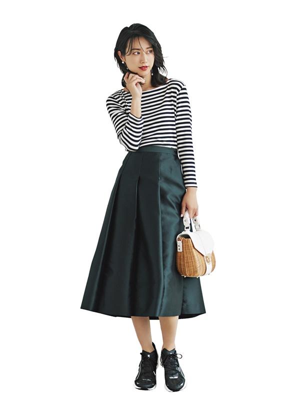 【4】ボーダーカットソー×黒スカート