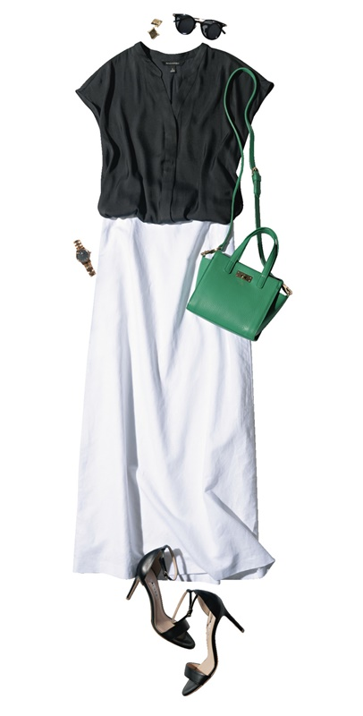 【5】黒ブラウス×白スカート×黒サンダル