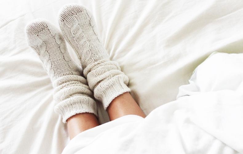 足 くさい ニオイ 臭い 臭う 特徴 原因 靴 靴下 元 対策 対処 軽減 方法 アイテム グッズ