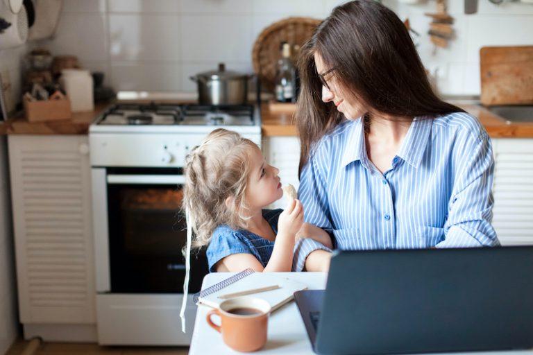 アンケート 調査 自己表現できる人 特徴 性格 人を大事にする 周囲 家族 自分