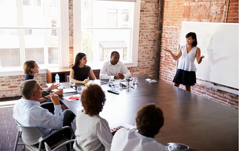プレゼン プレゼンテーション 成功 伝わる 話し方 流れ パワーポイント 資料 コツ ポイント 注意点