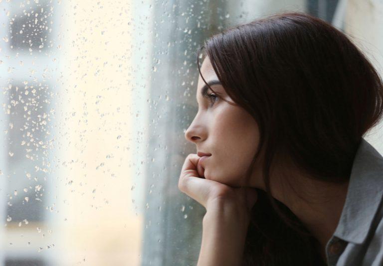 人と関わりたくない 人間関係 一人になりたい どんな時 シチュエーション 落ち込んだ時 落ち込む