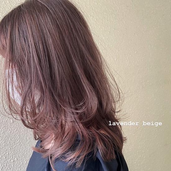 ミディアム〜ロングの大人かわいいハイトーンヘア