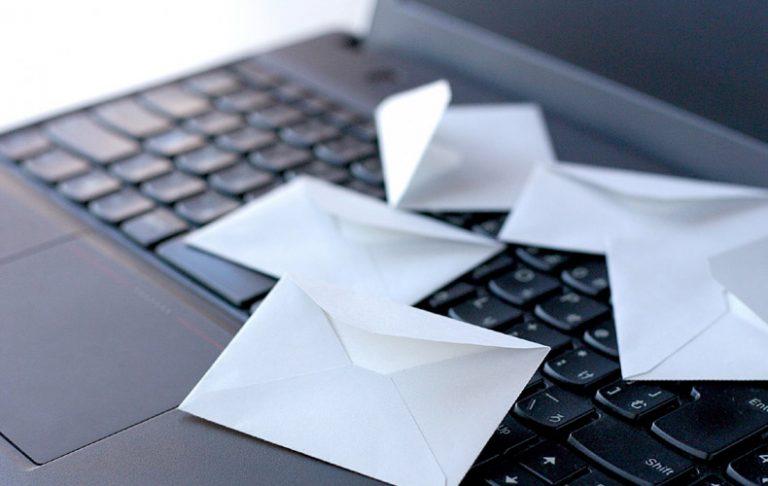 仕事が出来る人 仕事の仕方 働き方 考え方 習慣 机 デスクがきれい 特徴 性格 ポイント 仕事が出来ない人 レスポンス 対応 返答 返信