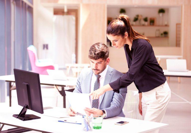 仕事が出来る人 仕事の仕方 働き方 考え方 習慣 机 デスクがきれい 特徴 性格 ポイント 仕事が出来ない人 気遣い 気配り 配慮
