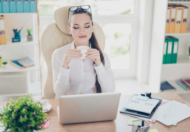 仕事が出来る人 仕事の仕方 働き方 考え方 習慣 机 デスクがきれい 特徴 性格 ポイント 仕事が出来ない人 仕事が早い 対応が早い