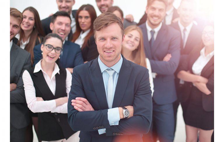 仕事が出来る人 仕事の仕方 働き方 考え方 習慣 机 デスクがきれい 特徴 性格 ポイント 仕事が出来ない人 協力 頼る