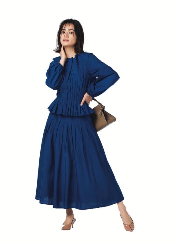 【3】青ブラウス×青スカート×ベージュパンプス