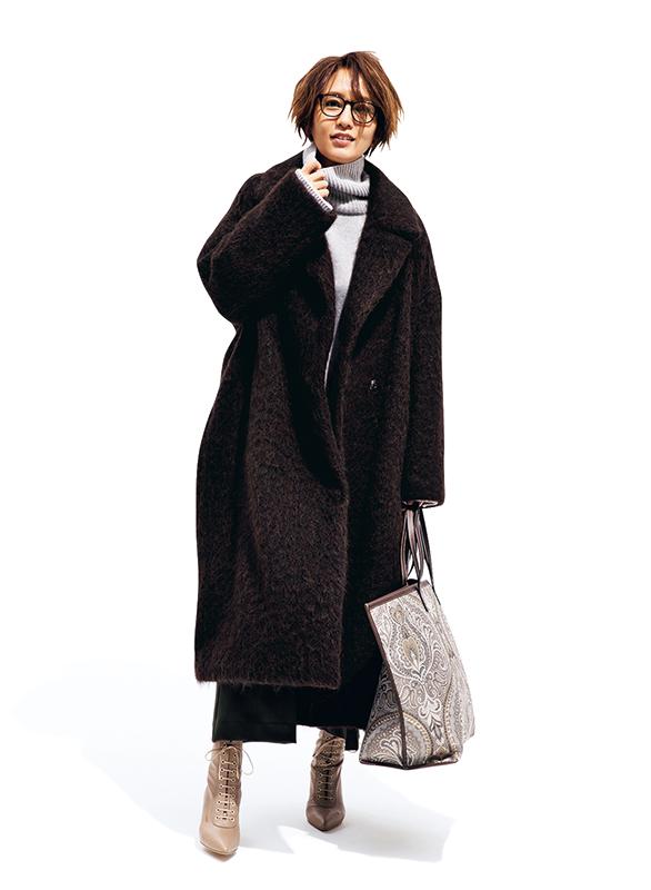 週5着られるノーカラーガウンコートシンプルなデザインでコーディネートも簡単! バサッとはおるだけで今どき顔になれる最強コート
