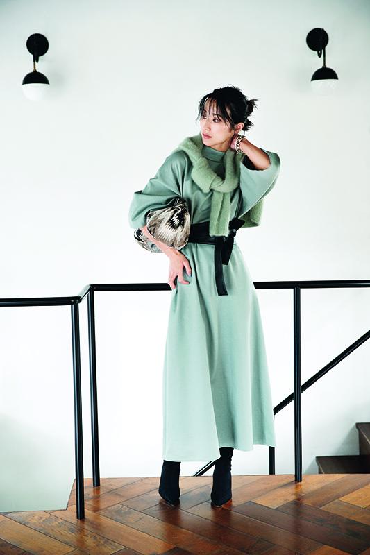 【5】緑ニット×ミントグリーン色ワンピース×黒ベルト