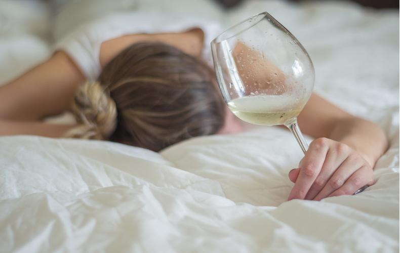 二日酔いに効く食べ物飲み物とは二日酔い原因理由肝臓アセトアルデヒドアルコール分解