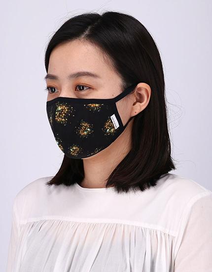 ウンナナクール|ビジュアルアーティスト Takako Noel 氏×une nana cool マスク