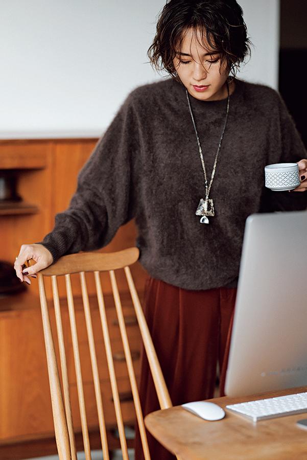 【2】茶色ニット×茶色パンツ