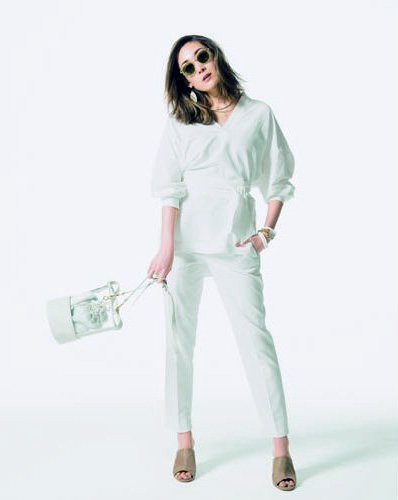 【1】白パンツ×白チュニックシャツ