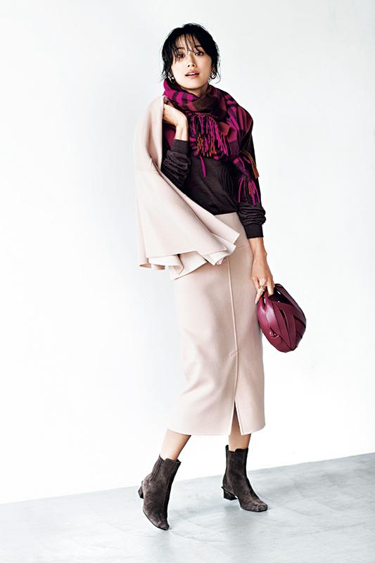【7】ピンクジャケット×黒ニット×ピンクスカート