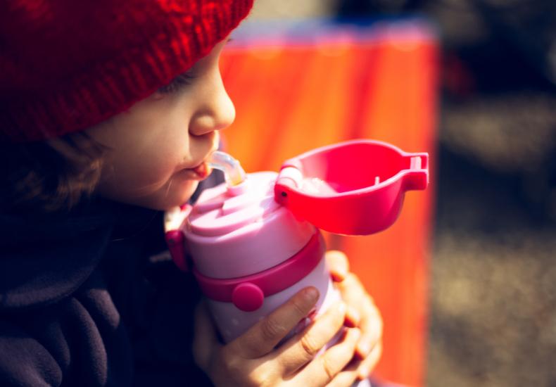子供用水筒
