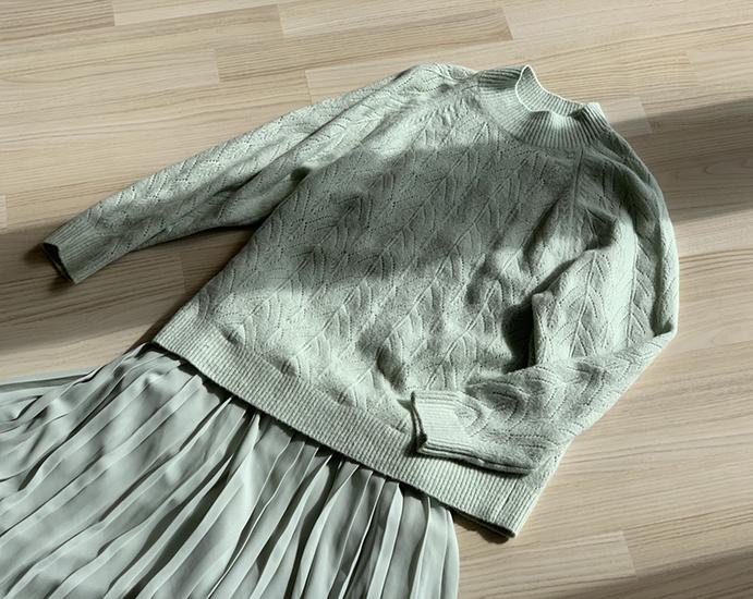 ユニクロ ライトスフレヤーンポインテールクルーネックセーター