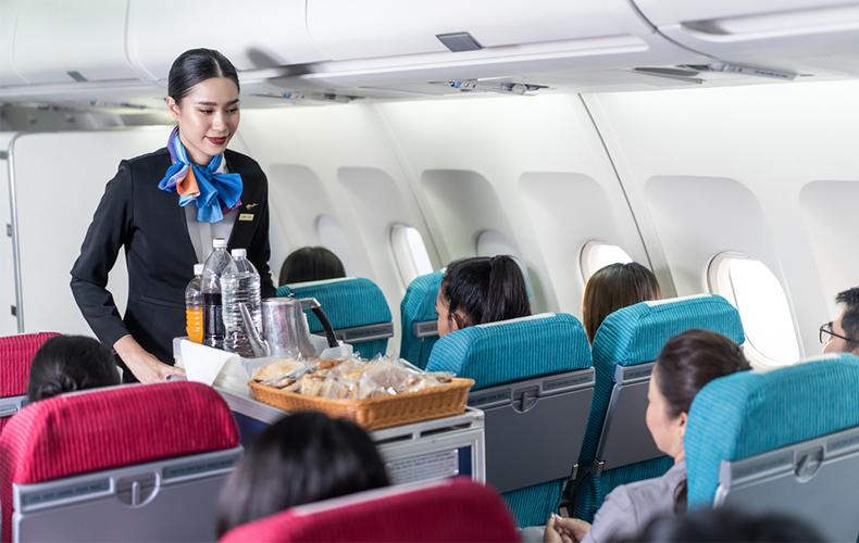 日本人乗客がこぞって機内食を拒否した原因は!?【元CAの中国語って ...