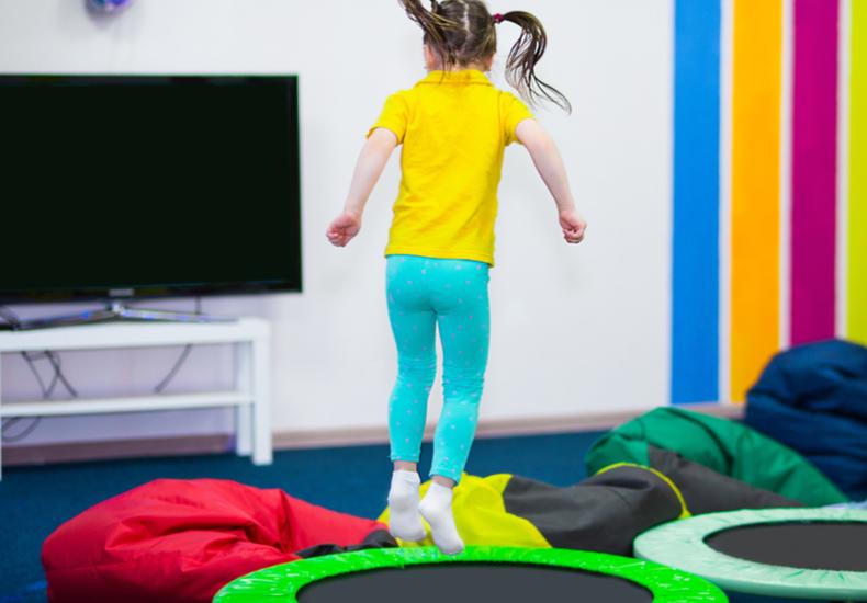 トランポリン 子供トランポリン子ども大人選び方ポイントおすすめ手すり付き折り畳み式収納便利注意点遊び方