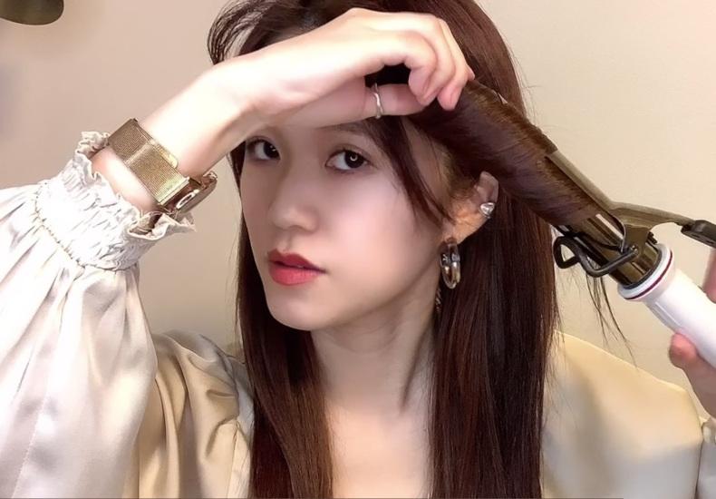 【ロング】サイドの髪を巻いて顔の長さを緩和する
