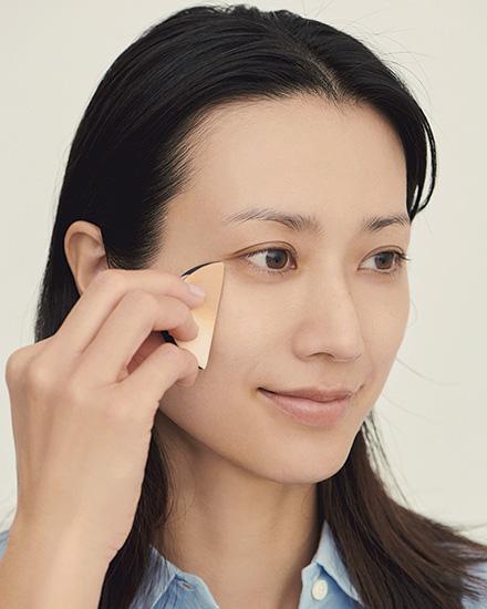 程よくカバーされた清潔感あふれる薄膜美肌の作り方