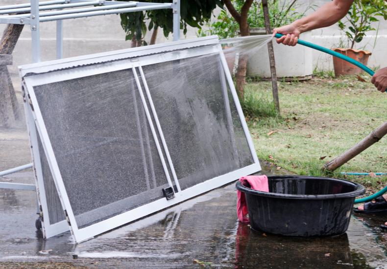 網戸 掃除 方法