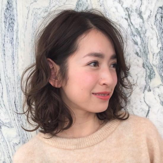 華やかなゆるふわパーマの髪型