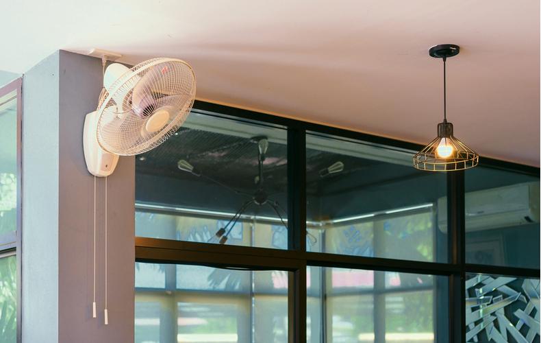 壁掛け扇風機 おすすめ メリット