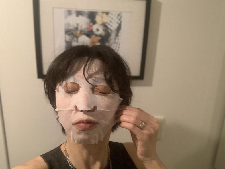 スキンケアが面倒な夜にも!洗顔シートマスク